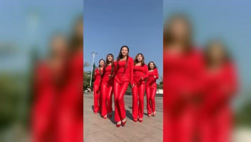爱跳广场舞的美女气质唯美,舞姿很不错!