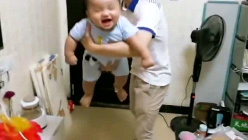 真拿他没办法, 宝宝最喜欢这样,不然就哭啊,为人父母也不容易