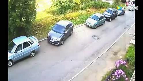 女司机停车方式晕倒一大批人!
