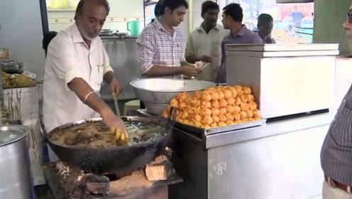 印度大叔徒手下油锅,只为做出最好吃的街头美食,果然不负众望