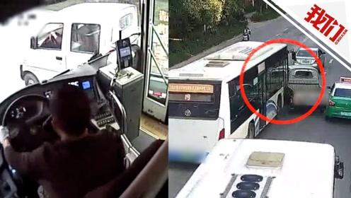 小货车强行加塞 遭公交车顶撞前行数米场面惊险