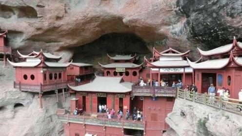 被石头压400年的寺庙,来到这里的人无不拍手称赞,感叹古人的智慧