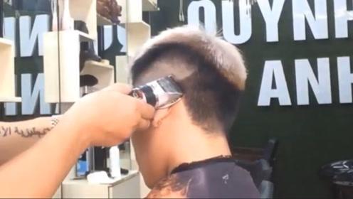 高手剪男生流行发型,手法都不一样,干脆利落