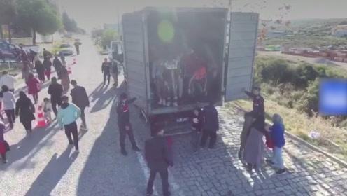 又一起!土耳其截获藏有82人非法移民货车:希望经海路去欧洲