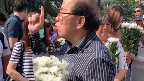 老伯疑遭暴徒砖击身亡 市民悼念现场哽咽:我们是中国人,不做走狗