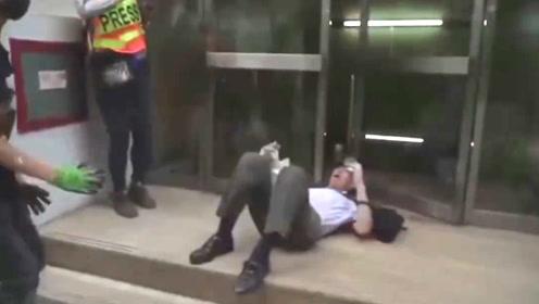 愤怒!香港暴徒不止一次围殴老人 道德沦丧何谈法治?