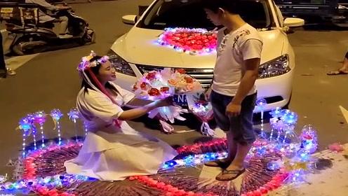 富家女求婚穷小伙,竟然直接送了辆车,这好事我怎么就碰不上!
