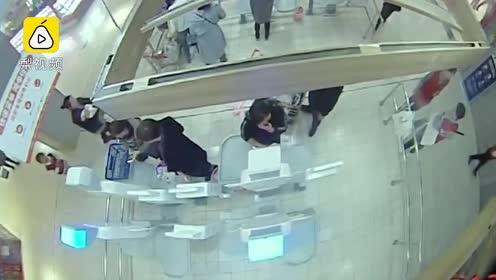 超市自助结帐800变100,姐弟盗窃被抓互相抵赖