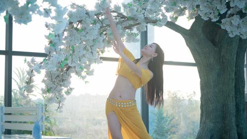 来一套花海东方舞,从花中闻到玫瑰香!