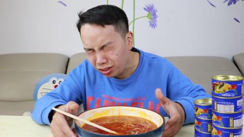小伙吃鲱鱼罐头加榴莲螺蛳粉,最后竟然被呛哭了,丢人不