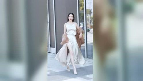 杭州街头遇到的姑娘太迷人了,举手投足之间都在散发着无限的魅力
