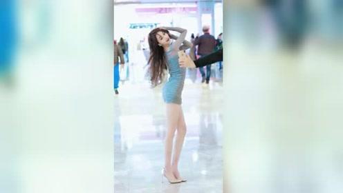 商场里遇到的网红小姐姐,舞姿这么美,最后的眼神你不心动吗?