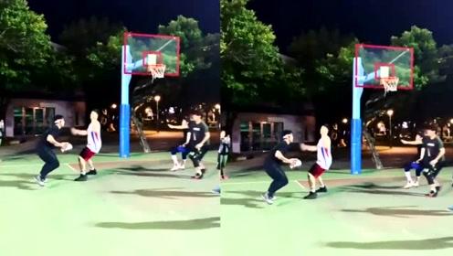 网友偶遇周杰伦萧敬腾打篮球 两人配合默契球技超好