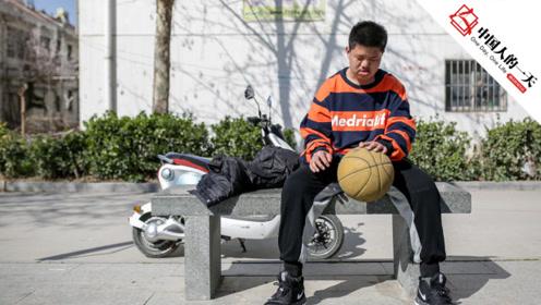 残疾男孩打篮球30万网友黑转粉,曾与中国街球王一同切磋球技