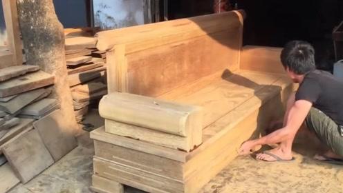 10年经验的木工老师傅,打造一个木制沙发,这手艺值多少钱一天