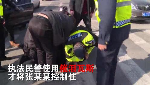 """""""黑车""""司机拒绝配合,执法人员三次警告,使用催泪瓦斯将其控制"""