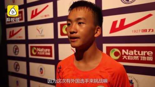 1秒7.6次!30秒单脚单摇轮换跳228次,中国少年破世界纪录