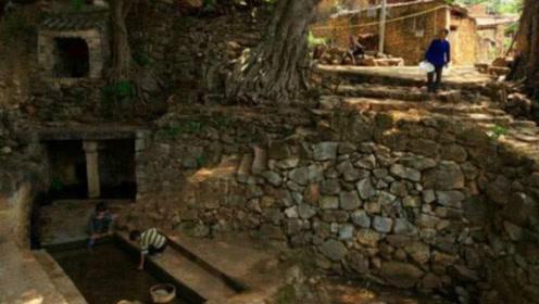 中国最奢侈的村庄,房屋全是用化石建造,连猪圈都是3亿年石头搭建!