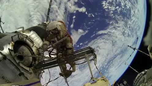 太空行走:这可能是你第一次看到宇航员出来维修飞船