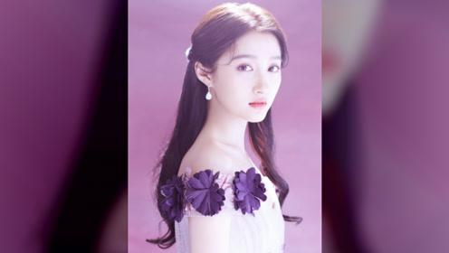 关晓彤身穿紫色花瓣长裙,温婉精致,散发迷人魅力