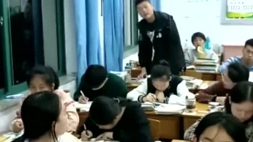 老师突然喊男同学的名字,小伙子一副不知所措的样子,结果让人意想不到!