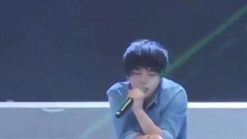 华晨宇出席自己的演唱会,却连房子都找不到,网友都笑疯了