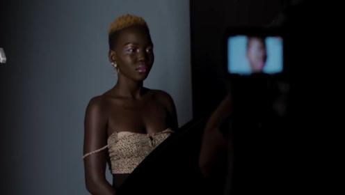 """现实版""""黑暗女王"""",不仅皮肤黑,牙龈都是黑色的!网友:提着灯笼都找不到"""
