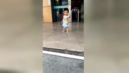 宝宝非常有危机意识