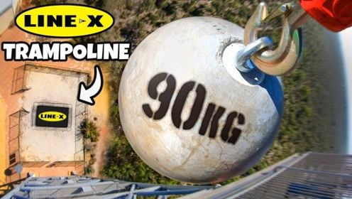 铁球从45米高处扔下,下面的蹦床受得住吗?结果太意外!