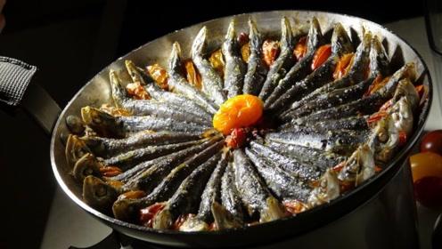 前一秒还是可爱的沙丁鱼,后一秒放在油锅中炸,真香!