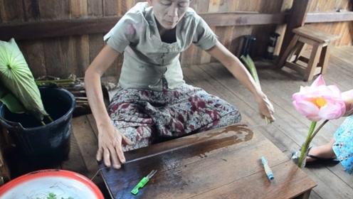 """村里的妇女不工作,在家用""""藕丝""""织围巾,一条能卖到900块?"""