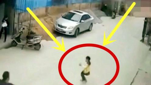 摩托车男子作死骑车撞倒小女孩,5秒后的举动令人发指!