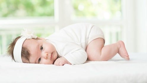 """宝宝睡觉时,这3个小动作看似在""""卖萌"""",其实是在悄悄长个子呢"""
