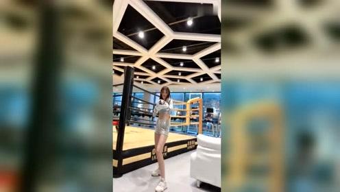 性感的拳击小姐姐邀你来战,你是否会手下留情?