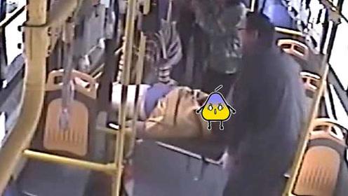 """""""见死不救是犯罪""""!公车司机路遇车祸伤者,之后一幕超暖"""