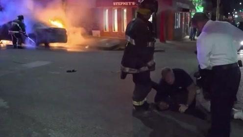 男子嫌灭火太慢,竟公然殴打消防员,被对方一记抱摔撂倒!
