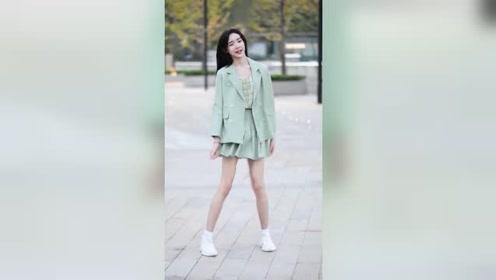 北京街头遇到的小姐姐,这身材和颜值,男生看了都会喜欢上她吧?
