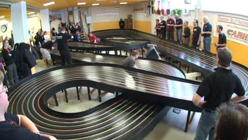 见识下世界最快的玩具车,哨声刚开始,2秒就结束比赛!