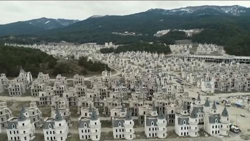 美国神秘的幽灵城镇,有完整的房子,山中还有黄金,却空无一人