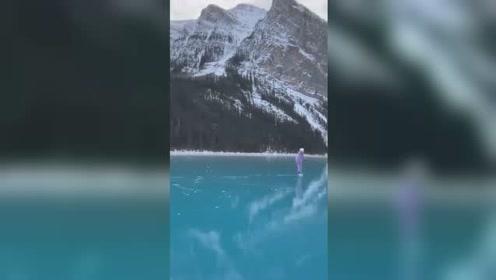 湖水结冰以后…湛蓝透明的冰面像镜子一般