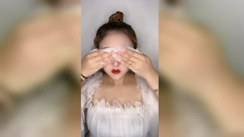 自己都嫌化妆后辣眼睛的前女友,多洗洗眼睛,不然妆就不好看了