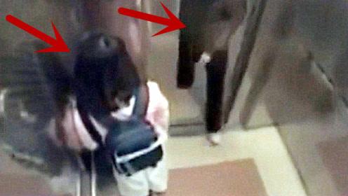 粉衣女孩乘坐电梯回家,醉汉尾随而入欲行不轨,下一秒你们憋住别笑!