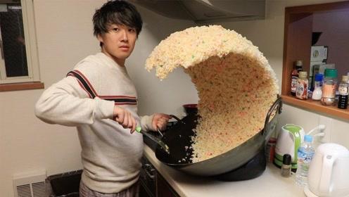 日本小哥在家炒蛋炒饭,朋友一推门看到的场景,这辈子都忘不了