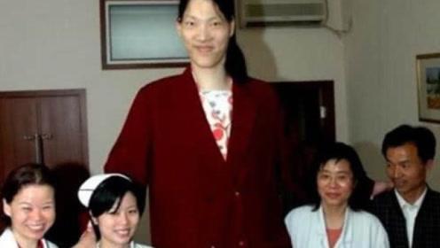 """中国第一""""女巨人"""",23岁身高2米36,如今过得怎样?"""