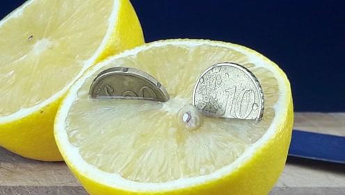 柠檬的酸性到底有多强?硬币放进去后,这效果堪比硫酸!
