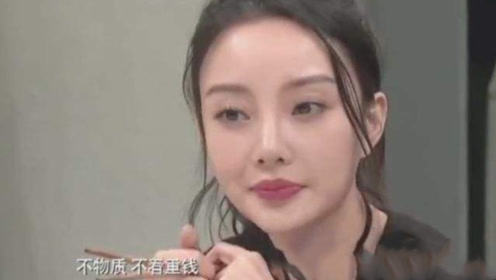 李小璐打电话给贾乃亮,不料忘关免提,对话内容太尴尬