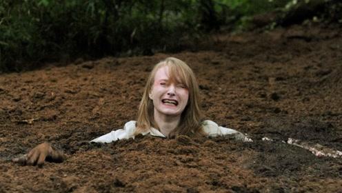 """流沙到底有多""""恐怖""""?外国小哥自制流沙池,跳进去后就后悔了!"""