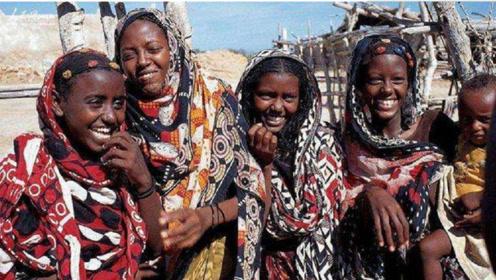 非洲最野蛮部落,结婚当天新娘却抱头痛哭,游客也不敢声张