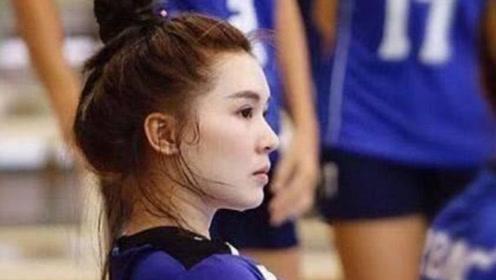 她是新晋的排球女神,年仅18岁,身高1米8凭借素颜照走红