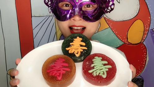 """小姐姐吃创意""""寿字巧克力橡皮糖"""",Q弹果味底盘,香脆柔滑大寿"""